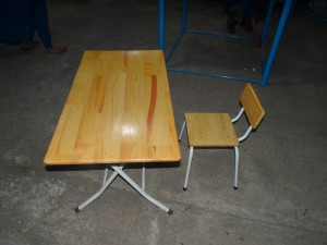 Bàn ghế mầm non gỗ thông