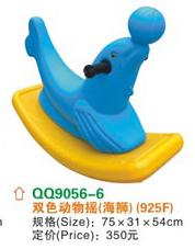 Bập bênh cá heo xanh chơi bóng